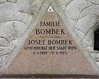 Feuerhalle Simmering - Arkadenhof (Abteilung ARI) - Josef Bombek 02.jpg