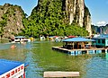 Fishing Village in Ha Long Bay, Vietnam - panoramio (4).jpg