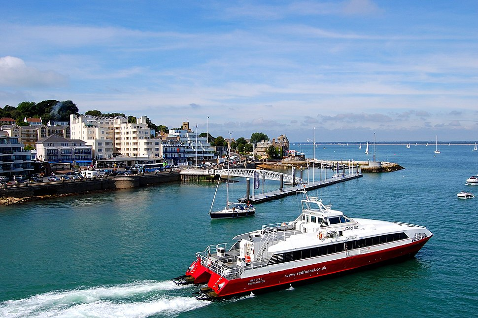 Flickr - ronsaunders47 - THE RED JET FERRY .COWES-SOUTHAMPTON.