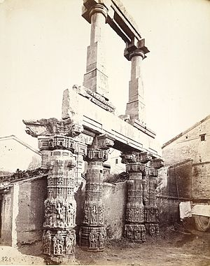 Rudra Mahalaya Temple - Image: Four great pillars and architrave of the ruined Rudra Mahalaya Temple, Siddhapur