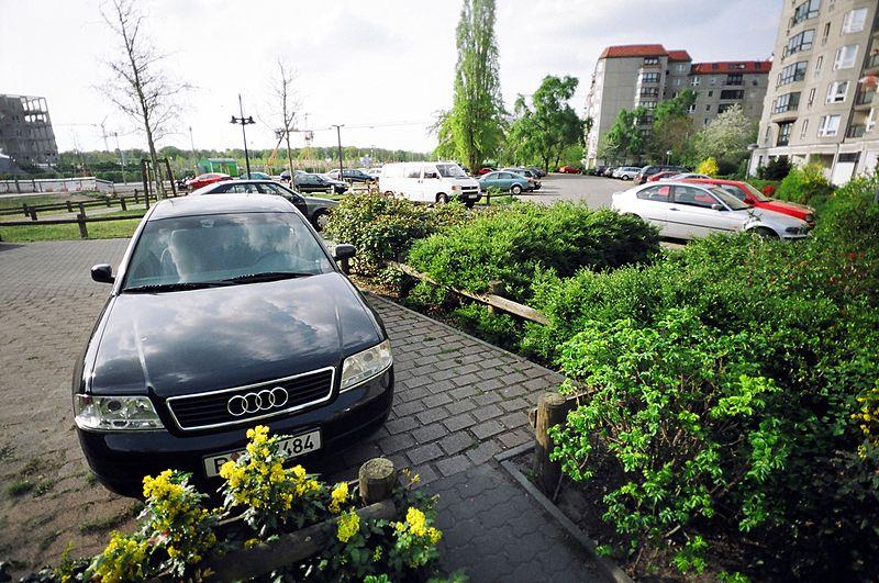 Miejsce parkingowe przed blokiem