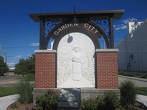 Garden City, Kansas - Image: Garden City, KS, welcome sign IMG 5933