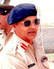 Gen Mirza Aslam Beg visiting Pakistan Army Unit (cropped).jpg