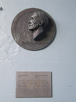 General Richard Mulcahy bust.JPG