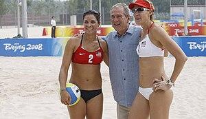 0d8eb2f35f A dupla americana formada por Misty May (esquerda) e Kerri Walsh (direita)  é a única a defender um título no vôlei de praia com êxito