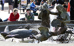 Ghirardelli Square Fountain, SF, CA, jjron 25.03.2012.jpg