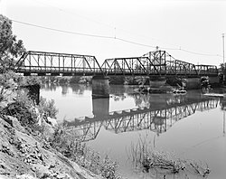Gianella Bridge, Spanning Sacramento River at State Highway 32, Hamilton City vicinity (Glenn County, California).jpg