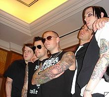 Od leve proti desni: Paul Thomas, Joel Madden, Benji Madden, Dean Butterworth in Billy Martin.