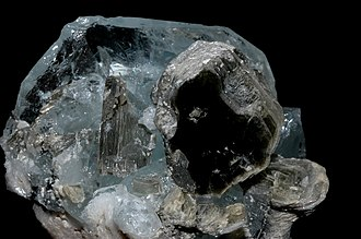 Gemstone irradiation - Image: Goshénite et mica muscovite (Chine)1
