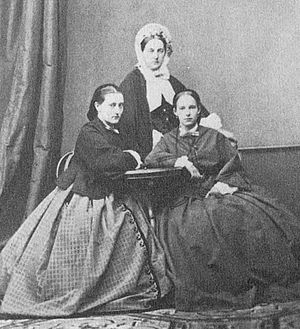 Princess Eugenia Maximilianovna of Leuchtenberg - Princess Eugenia (on the right) with her mother and sister Maria.