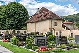 Gurk Domplatz 1 Friedhof mit Vorwerk-Stöckl SO-Ansicht 04082019 6935.jpg