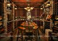 Hầm rượu lữu trữ được kết hợp bởi gạch mộc và gỗ tạo nên sự cổ điển sang trọng.png