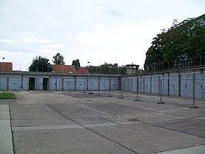 Berlin-Hohenschönhausen Memorial - Image: HSH Courtyard Stannik