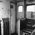 HUA-151610-Afbeelding van de cabine van de Engelse locomotief nr. E27002 (serie 1500) te Tilburg.jpg