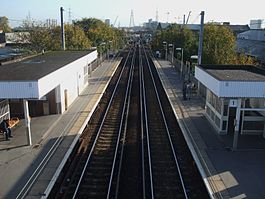 Hackney Wick stn high eastbound.JPG