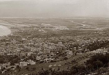 Haifa from hill side 1898.jpg