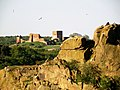 Hammershus widziany ze skał nad Opalso - rankiem - panoramio.jpg