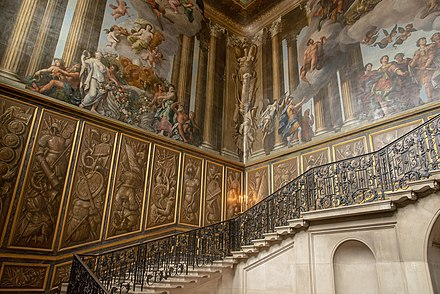 One of the sets of stairs at the main entrance Hampton Court stairs.jpg