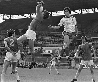Hans Galjé - Hans Galjé (left) vs André Wetzel, FC Amsterdam – FC Den Haag (1–1) 17 April 1977