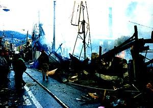 Hyōgo-ku, Kobe - Burnt remains of wooden structures in the Shinminatogawa shopping arcade