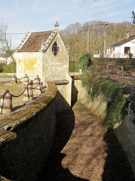 File:Heilles (60), château de Mouchy-le-Châtel, saut-de-loup côté Heilles 1.jpg