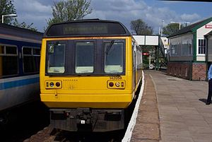 Ellesmere Port–Warrington line - Ellesmere Port branch trains stand at platform 3 and 4 at Helsby.