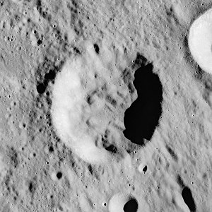 Hind (crater) - Image: Hind crater AS16 M 0982