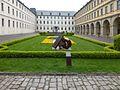 Historischer Gedenkpunkt, Skulptur von Kurt Grimm, Juliusspital Würzburg (1).jpg