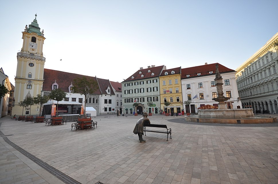 Hlavn%C3%A9 n%C3%A1mestie-The napoleonic soldier, Old Town Hall and Roland Fountain-Bratislava