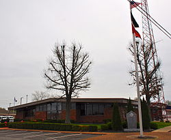 Hohenwald City Hall, Tennessee.JPG