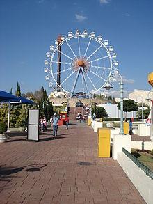 Giranda Mundi e La Tour Eiffel (ao fundo) são atrações de Kaminda Mundi. 3b4913b9bd2