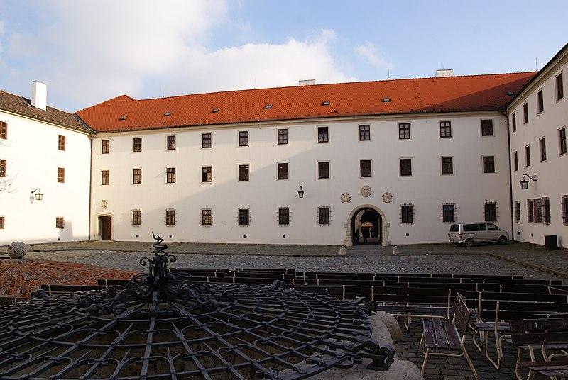Какой секрет хранит колодец замка Шпилберк ?