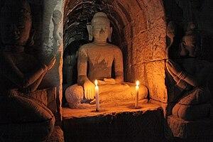 Htukkanthein Temple - Image: Htu Kan Thein Buddhas