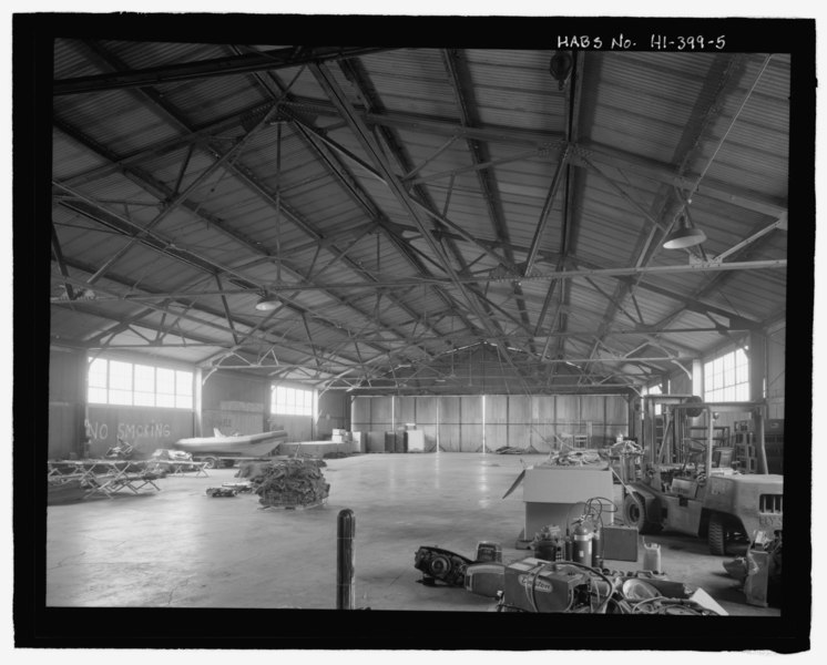 File:Interior overview toward south end - U.S. Naval Base, Pearl Harbor, United States All-Steel Hangar, Wasp Boulevard between Kingfisher Street and Ranger Loop, Pearl City, Honolulu County, HABS HI-399-5.tif