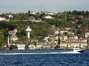 Istanbul - Motorboot auf dem Bosporus.jpg