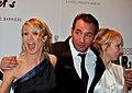 Jean Dujardin et les soeurs Lamy.jpg