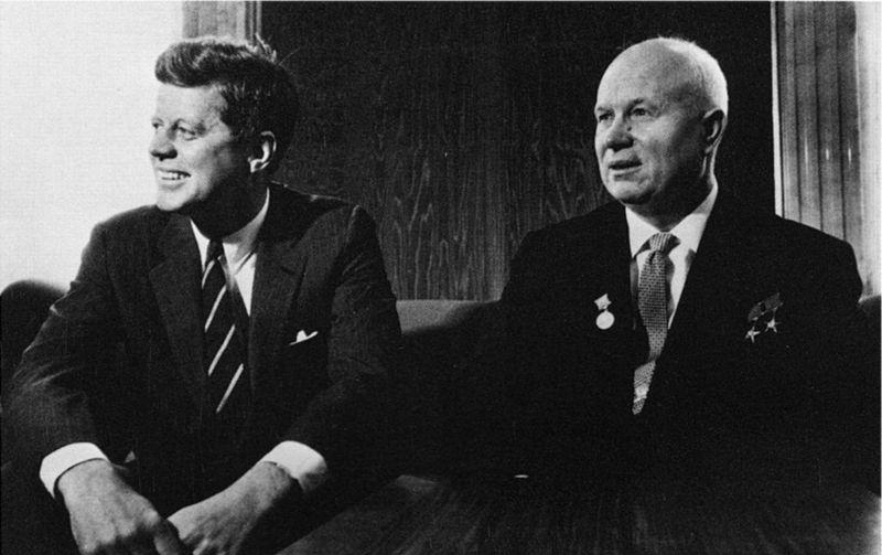 John F. Kennedy, Nikita Khruchchev 1961.jpg