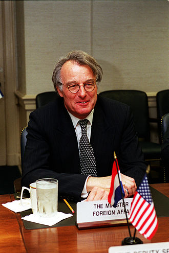 Second Kok cabinet - Minister of Foreign Affairs Jozias van Aartsen at The Pentagon on 18 May 2001.