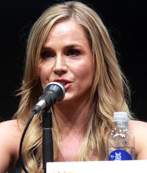 File:Julie Benz (2013).jpg