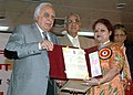Kapil Sibal giving away the National Award for Science Communication for the year 2008 to Ms. Meenu Khare from Lucknow, for outstanding efforts in science & technology communication through electronic medium.jpg