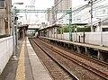 Keikyu-shinkoyasu Sta plattform.jpg