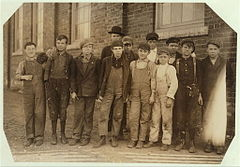 Knoxville-cotton-doffers-hine-1910.jpg
