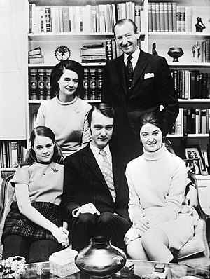 Kurt Waldheim - Waldheim with family c. 1971
