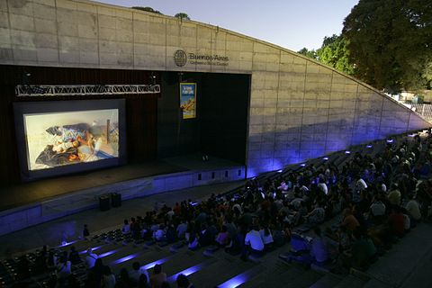 A screening at Parque Centenario, as part of the 2011 edition of BAFICI La Ciudad al Aire Libre.jpg