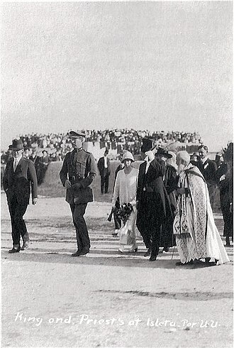 Elisabeth of Bavaria, Queen of Belgium - The Queen (in a white dress) and the King during their visit in Isleta pueblo New Mexico 1919 with Anton Docher