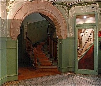Castel Béranger - Image: Le vestibule du Castel Béranger (Hector Guimard) (5479376792)