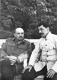 Με το Στάλιν στο Γκορκι το 1922