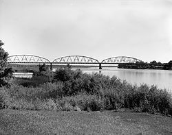 Liberty Memorial Bridge, Spanning Missouri River at I-94, Bismarck (Burleigh County, North Dakota).jpg
