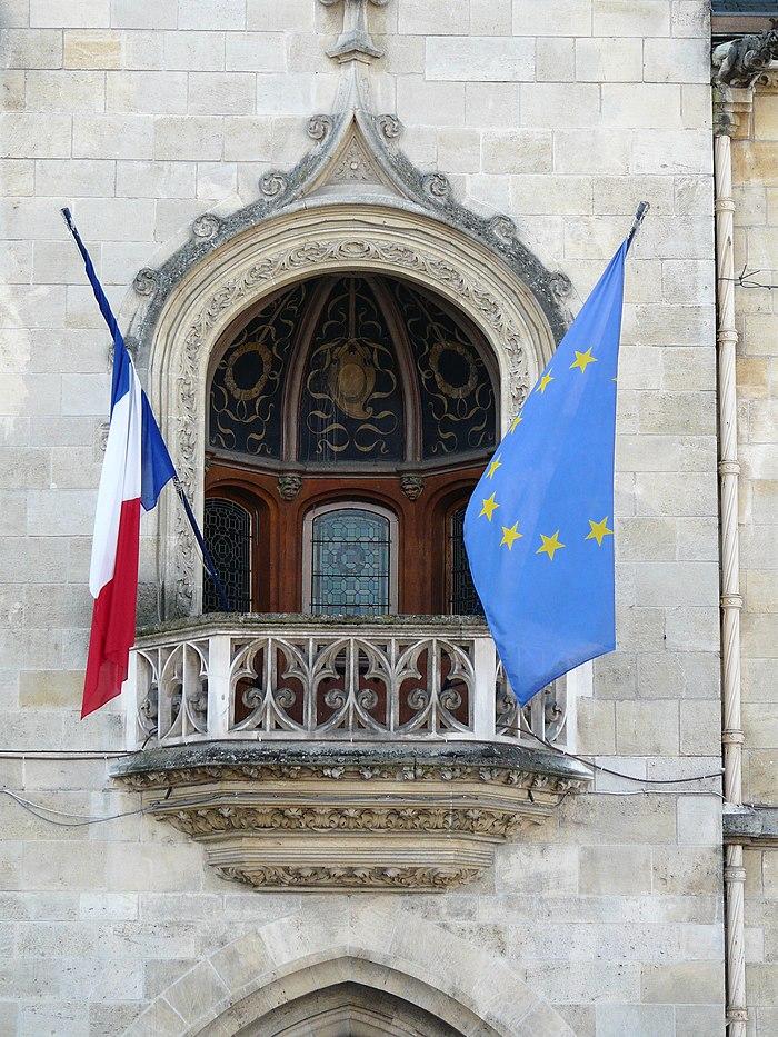 H tel de ville monument historique libourne myopenweek for Piscine de libourne