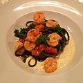 Linguini al nero, gamberi, pomodori confit e crema di burrata (23976256479).jpg